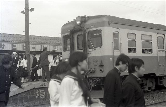 19730908月寒駅.jpg